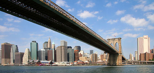 Manhattan, New York City mit der Brooklyn Bridge. Foto: User:AngMoKio, Lizenz CC BY-SA 2.5